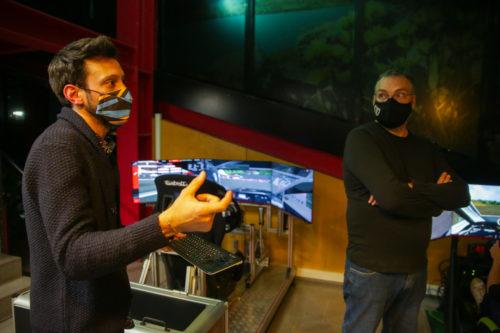 Montellà explicant les seves sensacions amb el simulador.